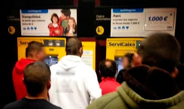 La integración de Cajacanarias y La Caixa genera un caos en sus cajeros