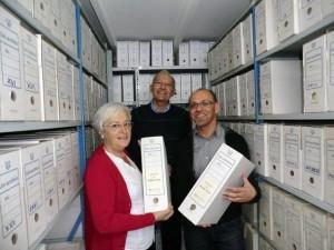 La consejera de Cultura, con los responsables del Museo Canario, donde se encuentra el fondo de Antonino Pestana. / DA