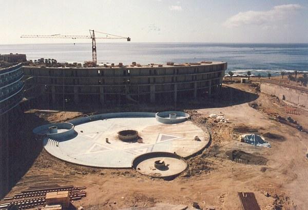 Su construcción ha propiciado un cambio sustancial en esta importante zona comercial. / DA
