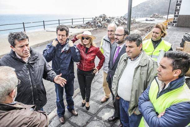 Los representantes del Cabildo y del Ayuntamiento visitaron el lunes la zona de obras.   DA