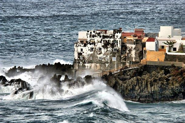 El mar rompió con fuerza en las costas de la isla. | MOISÉS PÉREZ