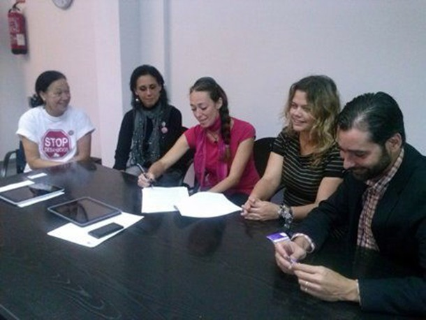 Momento de la firma del convenio de colaboración. | DA