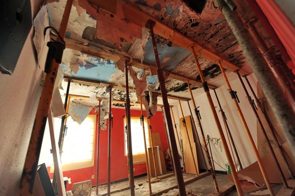 Una vivienda del bloque 15 de Las Chumberas afectada por la aluminosis. | F.P.