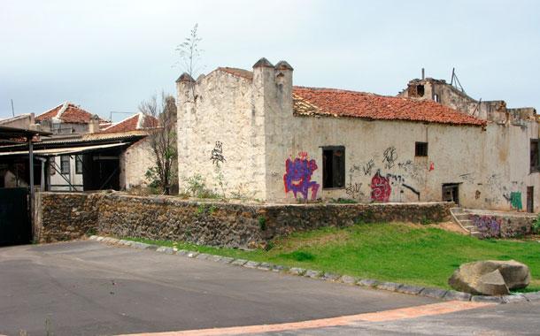 El inmueble está situado en el populoso barrio de El Toscal. / DA