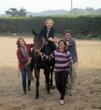 La terapia se desarrolla una vez al mes en colaboración con el Centro Hípico La Cordillera, en Guamasa. / DA