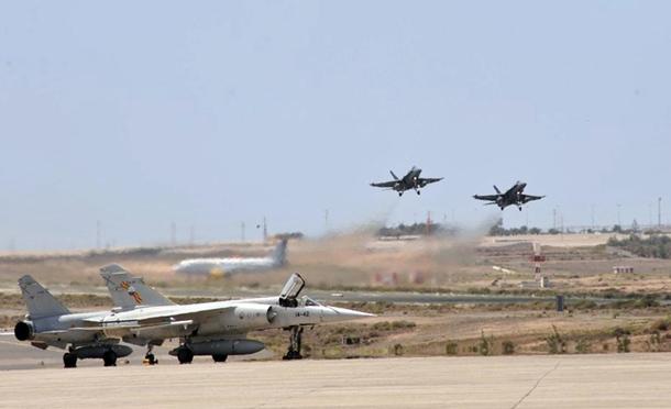 Dos F-18 despegan de la Base Aérea de Gando. | EJÉRCITO DEL AIRE