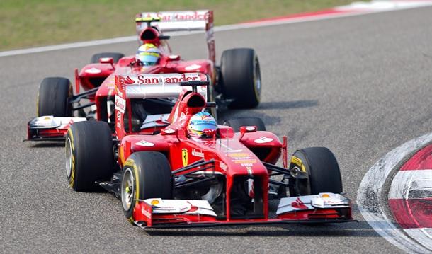 Fernando Alonso y Felipe Massa durante el Gran Premio de China. | EFE
