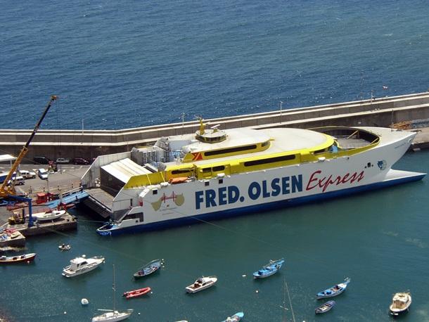 Fred. Olsen, una de las dos navieras que cubren las rutas interinsulares. / DA