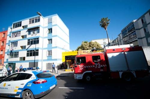Los bomberos tuvieron que actuar en una vivienda de El Cardonal al detectarse un escape de gas. / F.P.