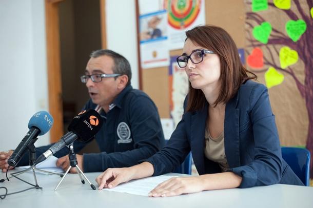 Jessica Quintero y Raúl Cordero, portavoces de la Plataforma Tenerife Discapacidad. / FRAN PALLERO