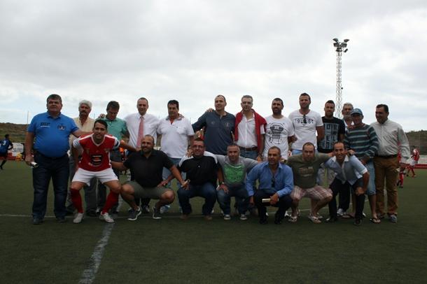 Los jugadores que lograron el ascenso a Tercera División en la temporada 1999-2000. / A.L.