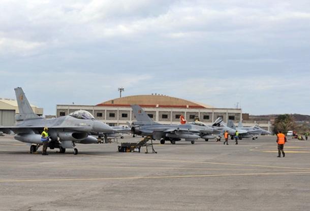 Varios aviones F-16 de la Fuerza Aérea de Bélgica en la Base deGando. | EJÉRCITO DEL AIRE.MDE.