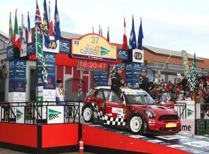 Luis Monzón y José Carlos Déniz (Mini John Cooper), en el podio del Rally Islas Canarias, El Corte Inglés. | DA