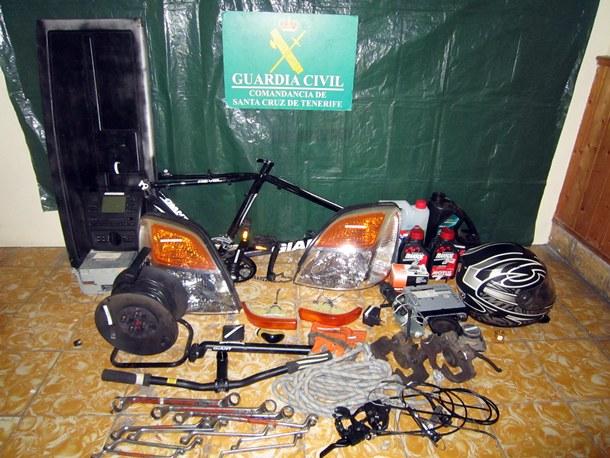 Material recuperado perteneciente a un instituto de la Villa de Mazo. | GUARDIA CIVIL