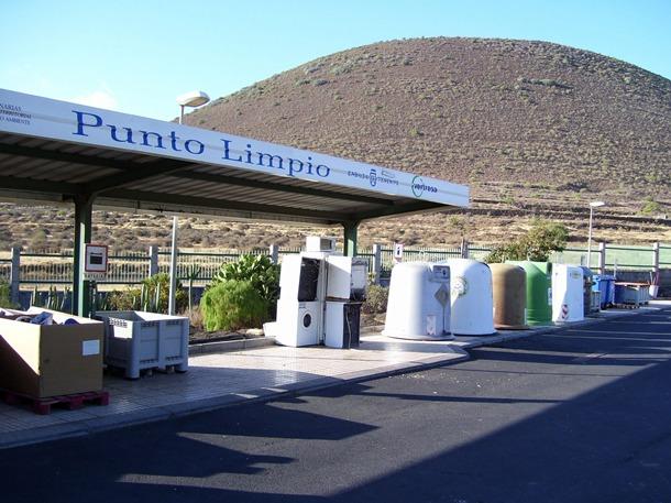 La Isla cuenta con un total de ocho puntos limpios en otros tantos municipios, repartidos por comarcas. / DA