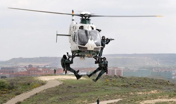 La Guardia Civil realiza un simulacro de rescate con helicóptero