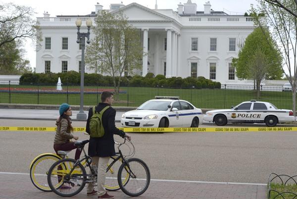 La Casa Blanca ha sido acordonada por precaución. | EFE