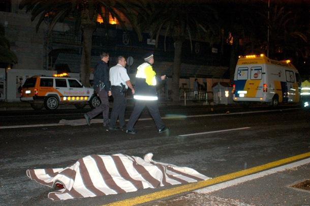Una pareja cruzaba con su hija por la avenida Marítima justo entonces: el Polo los esquivó, el Mini los arrolló, causándoles la muerte en el acto. | DA
