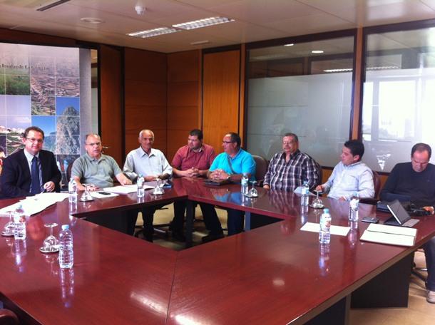 El presidente del Cabildo, Casimiro Curbelo, se reunió ayer con las cuatro funerarias locales. | DA
