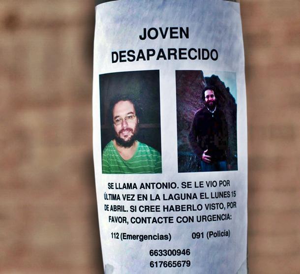 Cartel colocado en un poste del hombre desaparecido. | FRAN PALLERO
