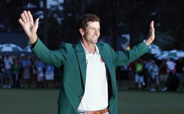 El golfista australiano Adam Scott celebra la victoria en el Masters de Augusta con la tradicional chaqueta verde. | DA