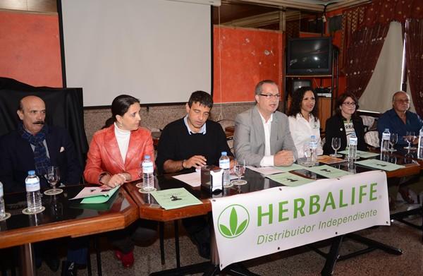 La familia de la lucha agradece el respaldo de la empresa Herbalife. | SERGIO MÉNDEZ
