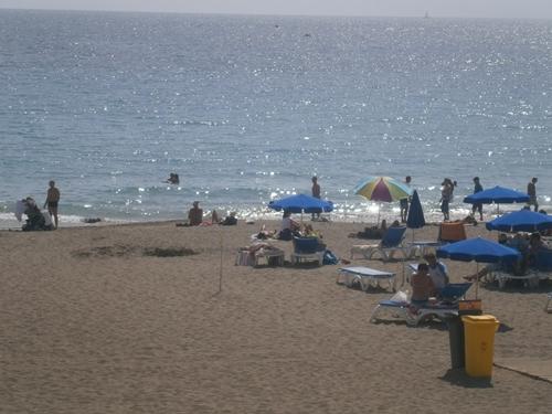 La playa de las Vistas, sin espacio reservado para hamacas en primera línea. / DA