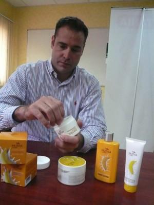 José Luis Pérez, con los productos de Mussa Canaria.   NORCHI