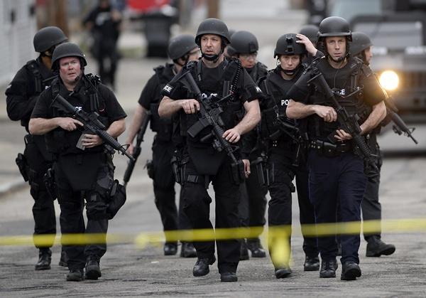 Policía de Boston durante la búsqueda del sospechoso de los atentados del maratón. | EFE