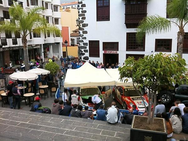 Un momento de las verificaciones técnicas celebradas en la tarde de ayer en la calle San Sebastián de Icod. | DA