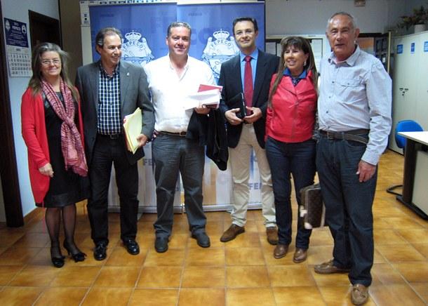 Representantes de la patronal se reunieron ayer con miembros de la Ejecutiva insular del PSOE. | DA