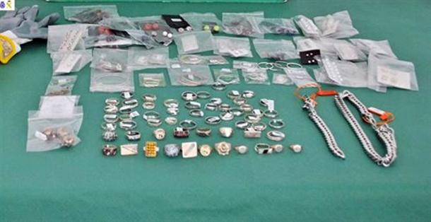 Joyas, relojes y demás objetos incautados por la Guardia Civil en la operación. | DA