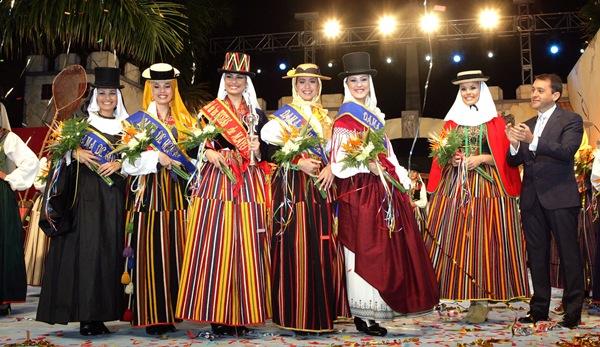 El alcalde José Bermúdez coronó a la reina y a las damas de honor de las Fiestas de Mayo. | DA