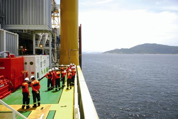 Repsol asegura que los vertidos al mar suponen una cantidad insignificante del volumen total. | DA