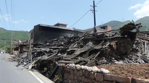 El terremoto de China ha dejado al menos cien muertos. / EFE