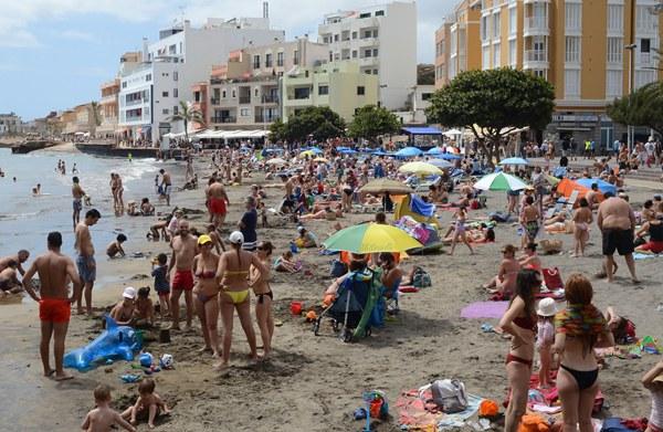 Las playas del litoral de El Médano registraron un lleno casi absoluto durante la pasada Semana Santa. | SERGIO MÉNDEZ