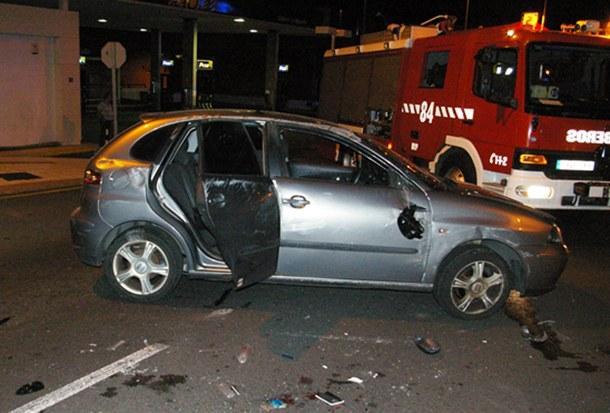 Estado en el que quedó el vehículo volcado en la Avenida de Los Menceyes a la altura de La Higuerita. | POLICÍA LOCAL DE LA LAGUNA
