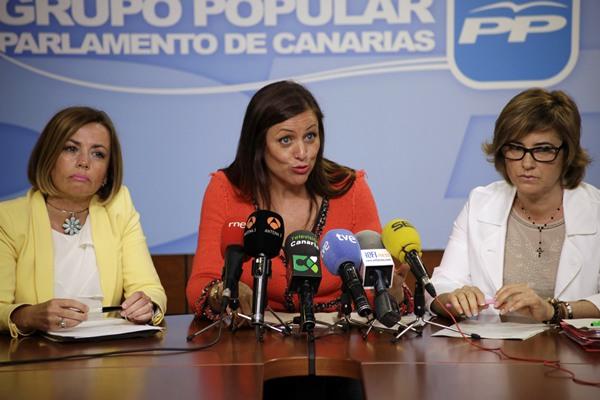 Las diputadas del PP Ana Zurita, Cristina Tavío y Milagros Bethencourt, ayer, en rueda de prensa. | ÓSCAR MARTÍN