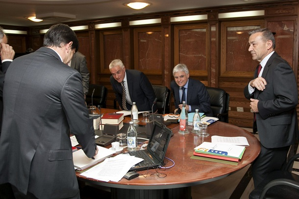 La convocatoria de las oposiciones fue acordada por el Consejo de Gobierno el pasado 27 de marzo. / EFE