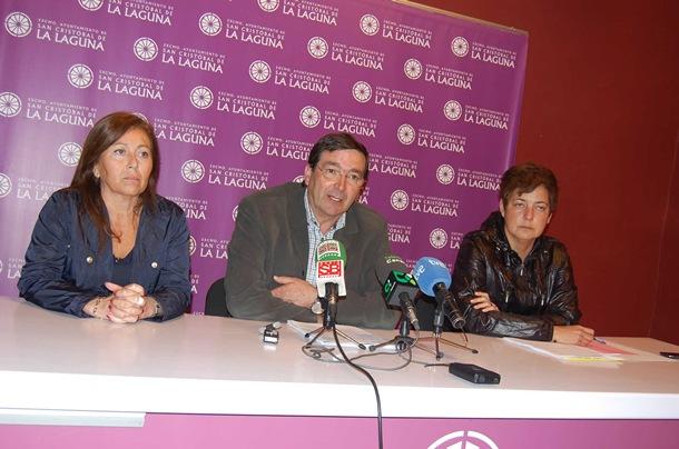 Los concejales Cruci Díaz, Miguel Ángel González y Aymara Calero, ayer, en rueda de prensa. / DA