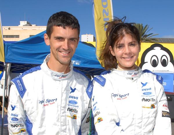 El equipo formado por Emma Falcón (piloto) y Peñate (copiloto). | DA