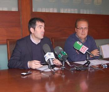 Clavijo y Juan Antonio Alonso, ayer, en rueda de prensa. / DA