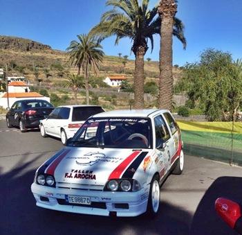 El vehículo de competición del palmero Juan Lorenzo Fernández, en Alajeró, tras las verificaciones técnicas. / DA