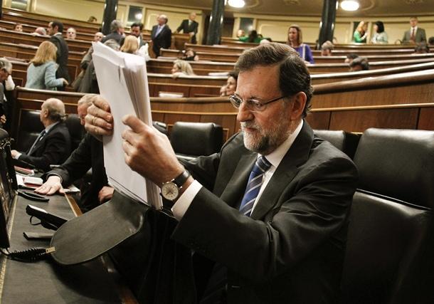 El presidente del Gobierno, Mariano Rajoy, en su escaño durante la sesión de control al Ejecutivo.   EFE