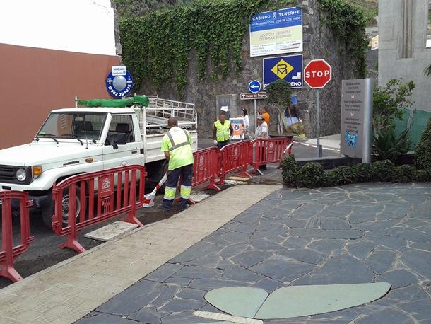 Personal municipal inició el martes los trabajos para vallar el inmueble y cumplir así la legalidad vigente. / DA