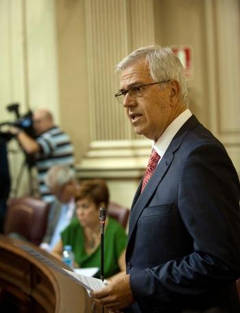 Nicolás Gutiérrez durante una intervención en el Parlamento. |  FRAN PALLERO