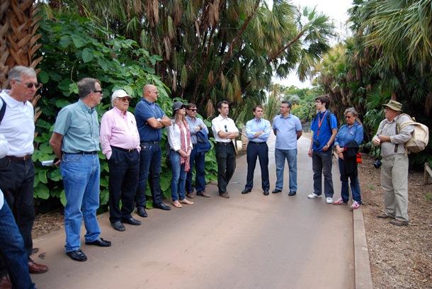 Una delegación del Ayuntamiento de Santa Cruz, encabezada por el alcalde, José Manuel Bermúdez, recorrió el pasado sábado el Palmétum para conocer de cerca el estado del mismo.   DA