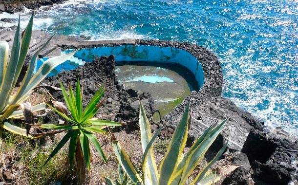 Recuperar la costa y mejorar accesos en las viejas for Piscina natural de puerto santiago