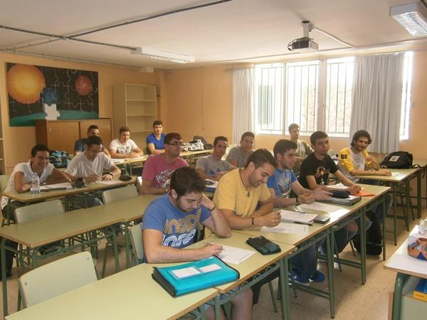 Alumnos en clase de inglés del centro. | DA