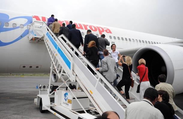 Se están preparando varios vuelos especiales para acompañar al equipo insular a Hospitalet. / DA